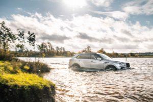على الطرق الوعرة Bentley Bentayga V8 - الصورة 2