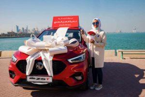 1 - الفائزة نادية العنزي مع مركبتها الجديدة MG ZST للعام 2021.